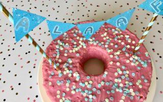 Konfetti-Kuchen mit essbaren Konfettis zu Karneval