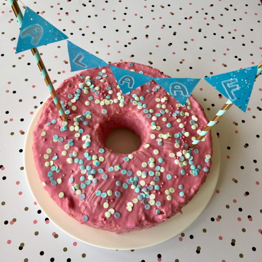Back' mit mir Konfetti-Kuchen mit essbaren Konfettis zu Karneval