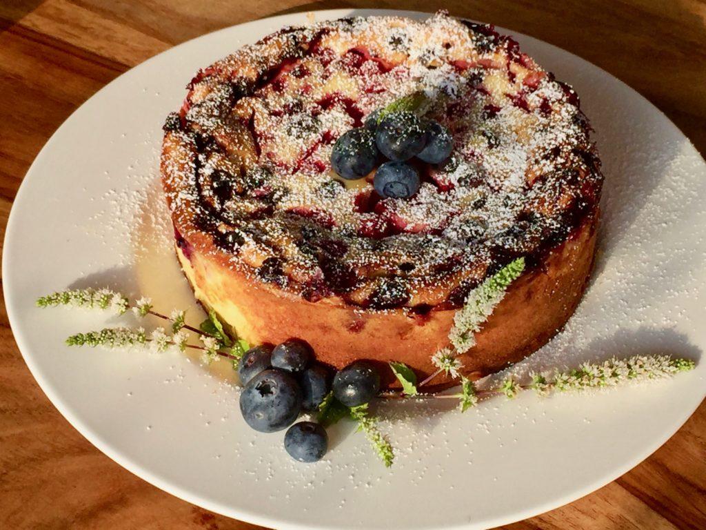 Schneller Sommerkuchen mit buntem Beeren Potpourri
