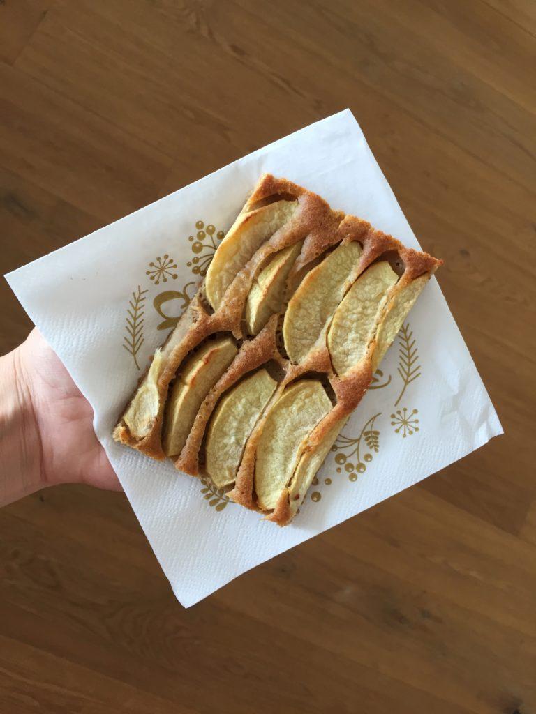 Der spanische Apfelkuchen ist fertig zum Vernaschen.