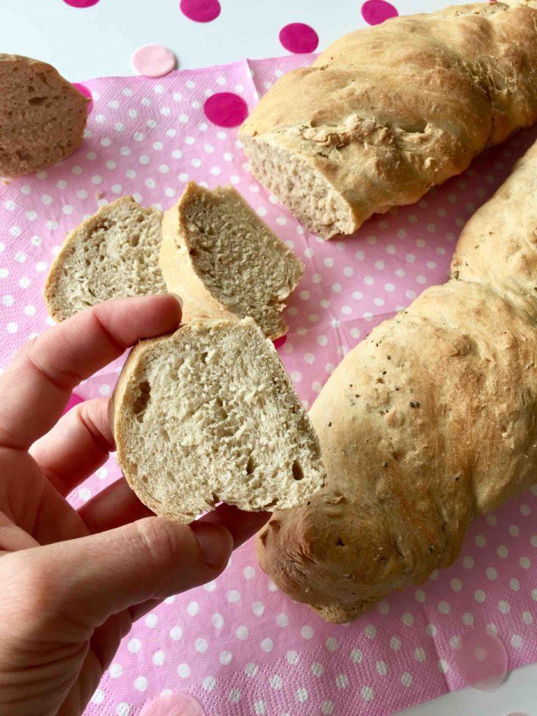 Das frisch angeschnittenen Brot