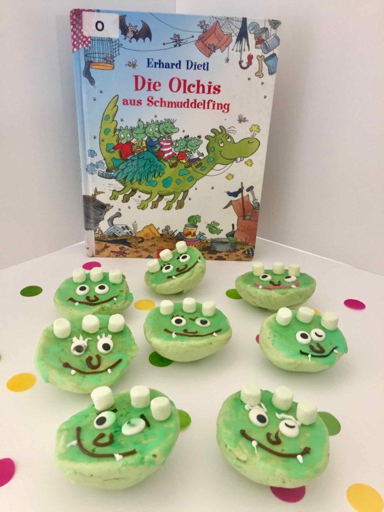 Hier wurde eins der Kinderbücher der Orchis beim Backen mit Kindern nachgebacken.