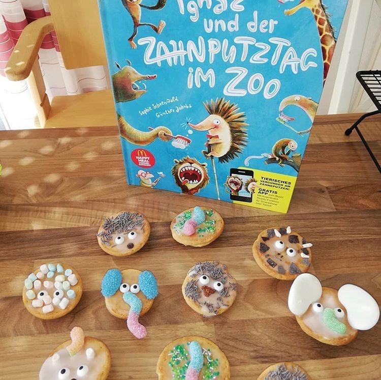 Ein Kinderbuch über das Zähne putzen ist besonders wichtig beim Backen mit Kindern