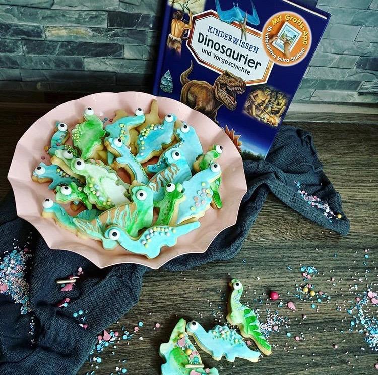 Die Idee der Dinosaurier Kekse stammt aus dem Kinderbuch über Dinosaurier