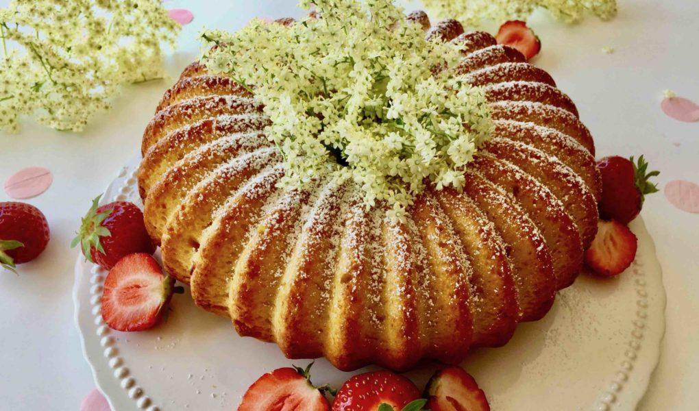 Ein köstlicher Sommerkuchen mit Holunderblüten zum Backen mit Kindern