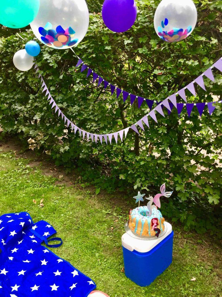 Das Geburtstagspicknick wird erst mit passender Dekoration zur Meerjungfrauen Party.