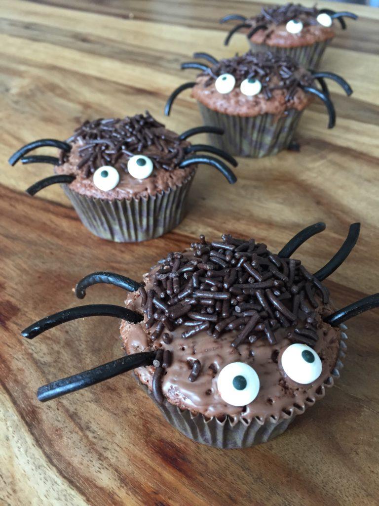Kleine krabbelinge Halloweenmuffins für Halloween mit Kindern