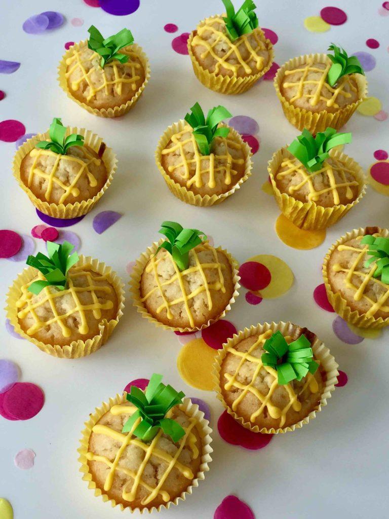 Fruchtige Ananas Kokos Mini Muffins für das Backen mit Kindern