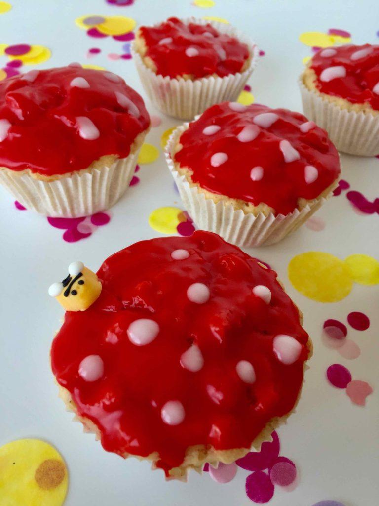 Apfelmuffins für das Backen mit Kindern. Das einfache Rezept ist perfekt für das Backen im Herbst.