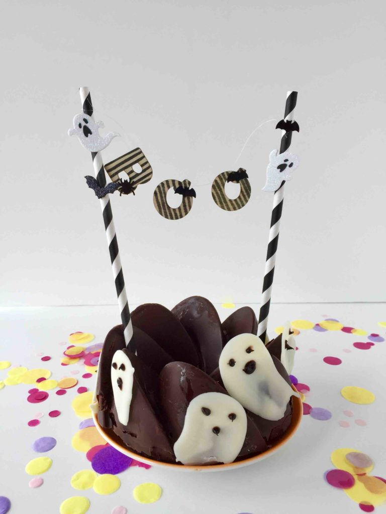 Gespenstiger Schokokuchen mit Caketopper passend zu Halloween