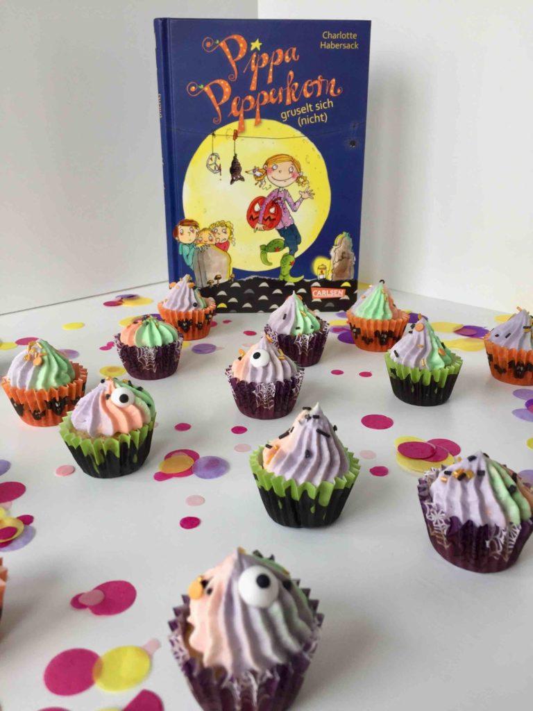 Die Mini-Halloween-Cupcakes passen hervorragend zur Back dein Lieblingsbuch Challenge