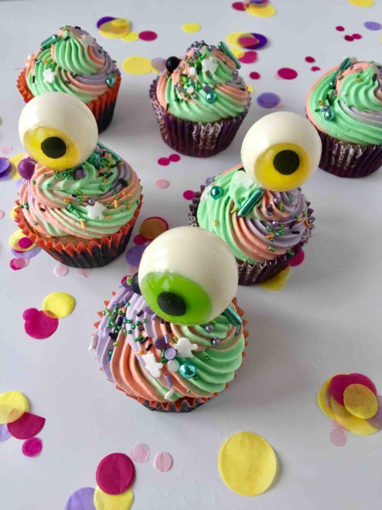 Kinderleichte Caketopper für die Halloween-Cupcakes: Glotzer-Caketopper
