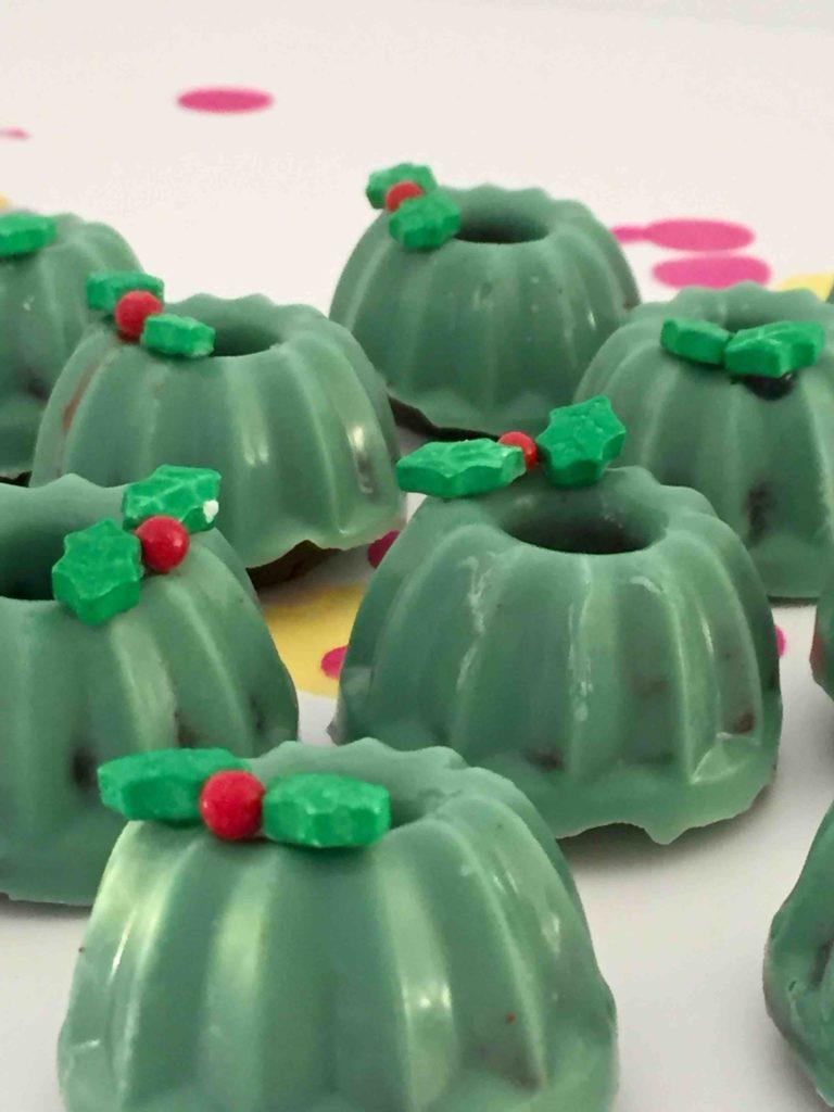 Essbare Adventskränze aus Lebkuchen-Mini-Gugelhupfe als Geschenk aus der Küche von Kindern