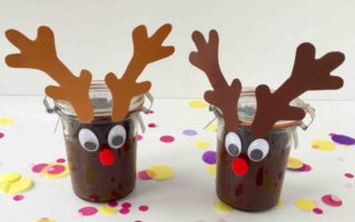 Ein wunderbares Weihnachtsgeschenk - Kuchen im Glas dekoriert als Rentier