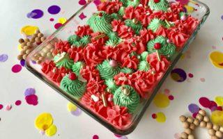 Der weihnachtliche Slabcake aus einem Schoko-Spekulatius-Kuchen mit Vanille-Topping schmeckt allen - Groß & Klein.