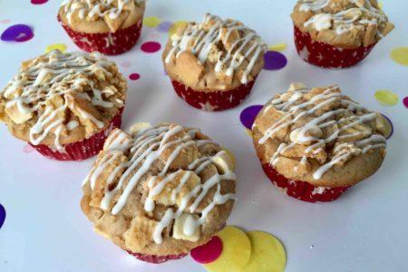 Diese köstlichen Spekulatius-Muffins mit Crunch sind perfekt für das Backen mit Kindern.