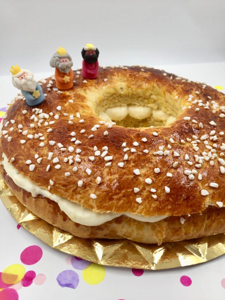 Der saftige Hefekuchen mit cremiger Füllung ist die spanische Tradition zum Dreikönigstag - Roscón de Reyes