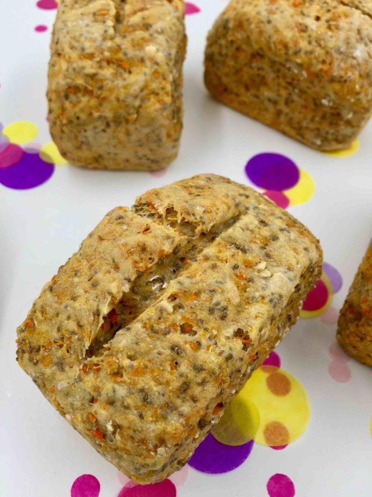 Wir backen ein leckeres & gesundes Mini-Möhrenbrot für den Osterbrunch.