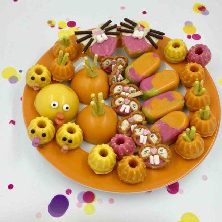 Das bunte Cakeboard mit viel Rüblikuchen, Osterhasen und Küken für Ostern - ein hübsches Osterboard