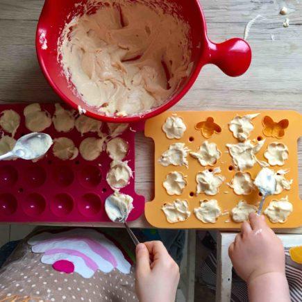 Meine Minis backen Cakepops im Cakepop-Baker wie Profis.