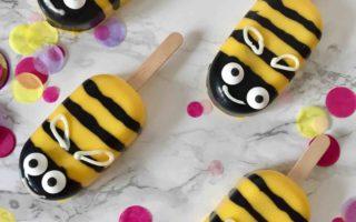 Ein schnelles Rezept für einfache Bienen-Cakesicles für den nächsten Kindergeburtstag - Backen mit Kindern im Frühling