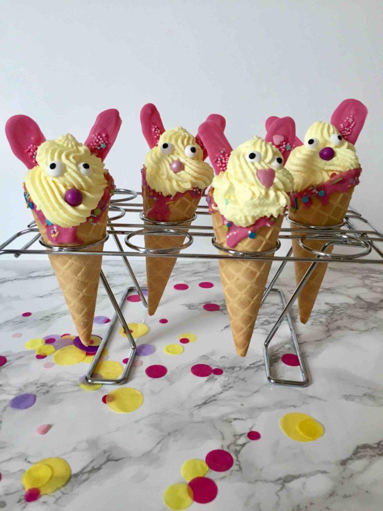 Schnelles Rezept für Osterhasen-Cone Cakes zu Ostern - Osterhasen zum Backen mit Kindern