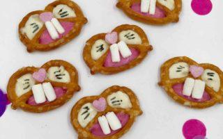 Die süßen Ostersnacks aus Salzbrezeln und Schokolade dürfen auf dem Cakeboard für Ostern nicht fehlen.