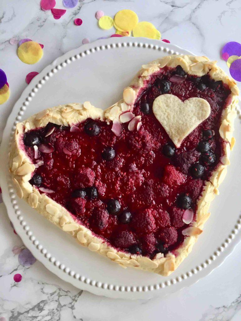Die Herz-Galette ist ein wunderbares Geschenk aus der Küche zum Muttertag oder einfach für einen lieben Menschen
