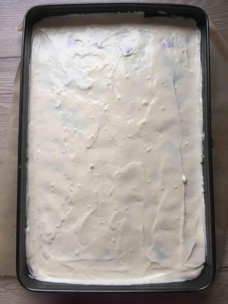Die Donauwelle ohne Buttercreme und mit Himbeeren ist eine sommerliche Variante des Kuchenklassikers.