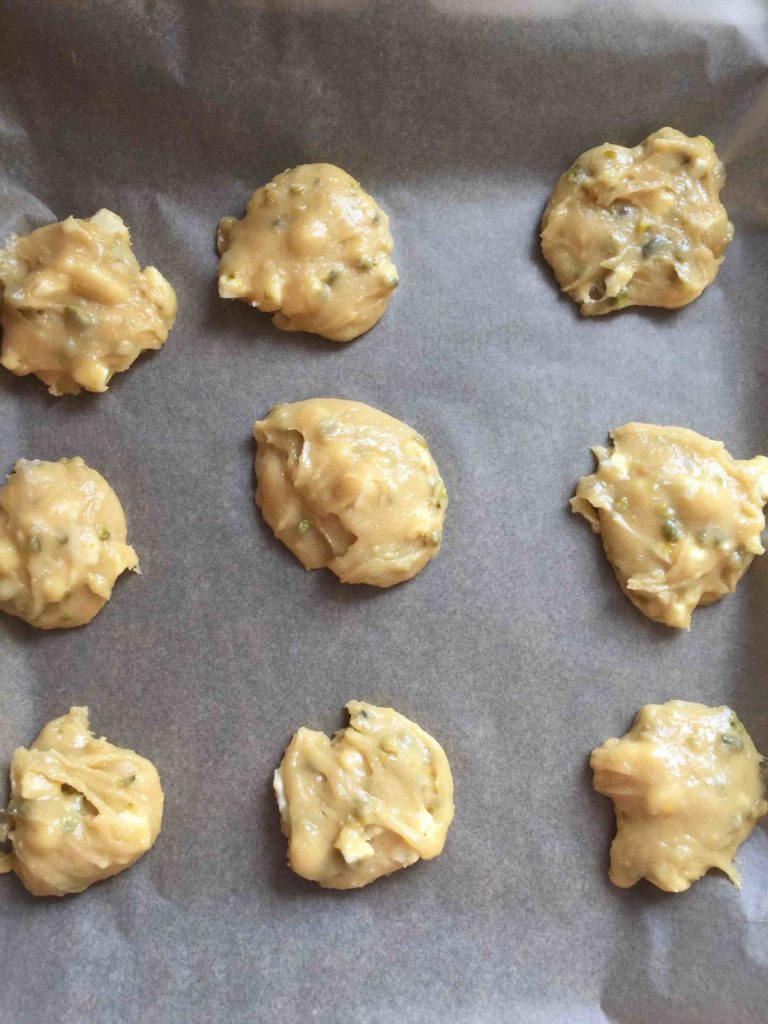 Erfrischende Zitronen-Pistazien-Cookies sind einfach und schnell mit Kindern gebacken.